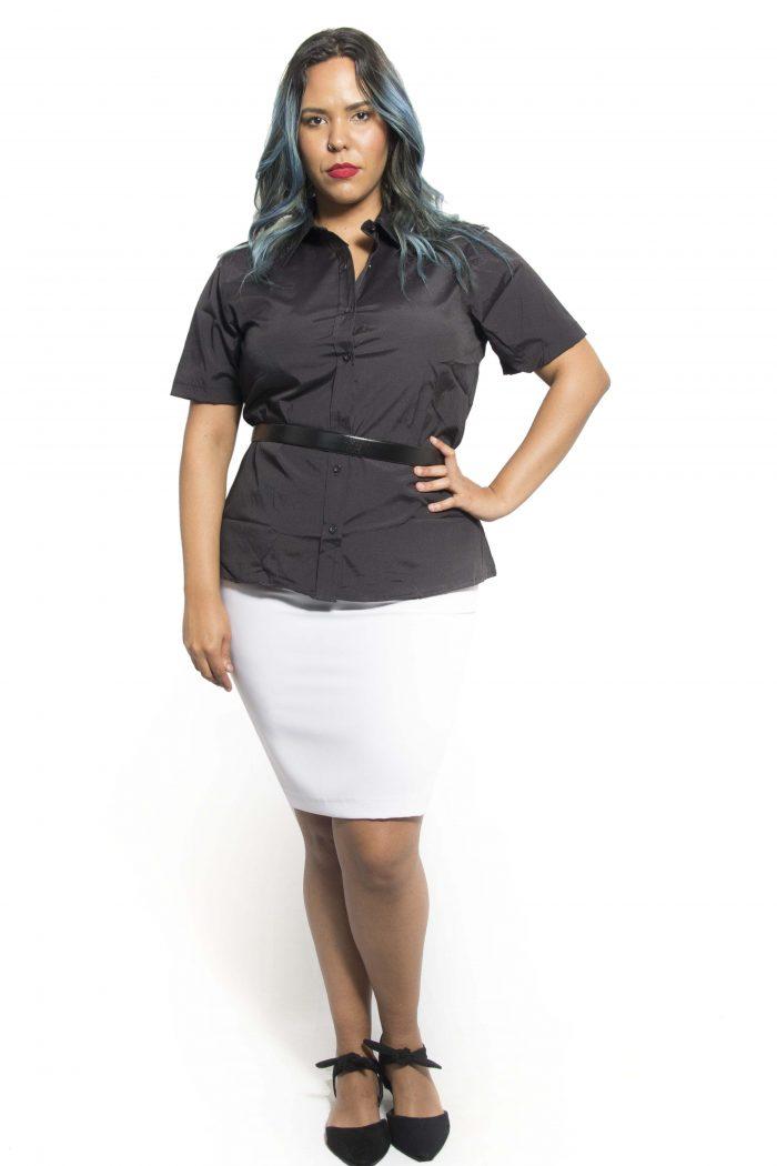 Camisa social feminina manga curta em tecido tricoline