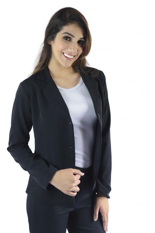 Terno social feminino composto por blazer e calça, na cor azul marinho noite em tecido Two Way ( com elastano ) Camiseta em malha manga curta (algodão/ poliéster / elastano) na cor branca .
